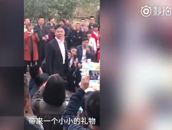 刘强东回湘潭认亲,带去100亿礼物