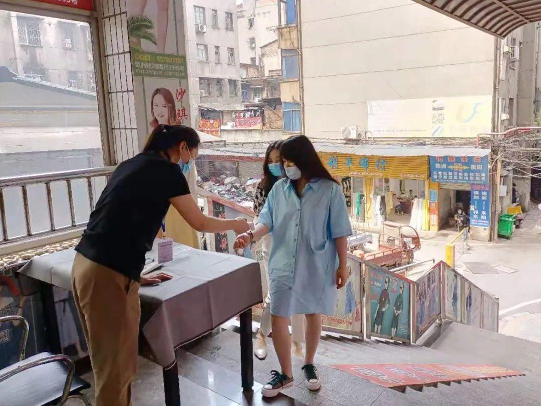 【简讯】湘潭一家三口被判定为密切接触者,曾前往省人民医院看病